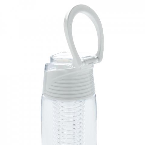 Trendige Aromaflasche, um Ihr Wasser nach Ihrem Geschmack mit Ihren Lieblingsfrüchten zu aromatisieren. Die Flasche aus Tritan ist kratzfest und widerstandsfähig. Der Deckel aus ABS hat ein Verschlusssystem mit dem Sie Ihr Getränk überall hin sicher transportieren können. 700ml Fassungsvermögen. Nur Handwäsche.