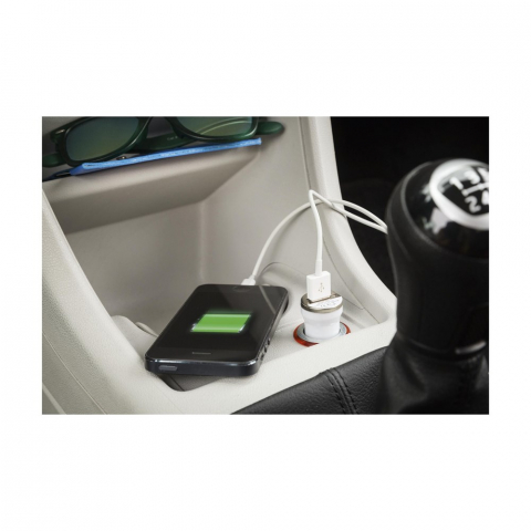 Oplaadstekker voor 12-24V output in de auto. Met USB poort (1A output) voor het opladen van de meest gangbare modellen mobiele telefoons en muziekdragers.