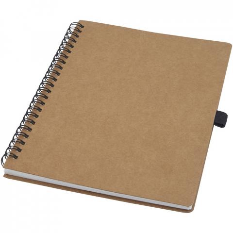 Carnet A5 à spirales avec couverture en carton recyclé et boucle pour stylo. Contient 70feuilles lignées de 60g/m² fabriquées en pierre. Le papier de pierre n'utilise aucun arbre et le processus de production consomme moins d'énergie que celui du papier recyclé ou de nouvelle pâte à papier. Ce papier est résistant à l'eau et aux déchirures et se caractérise par une couleur blanche naturelle (pas de blanchiment).
