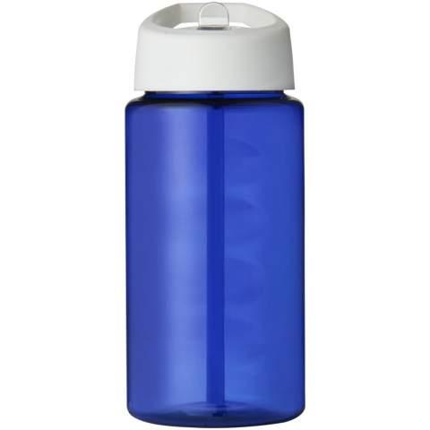 Enkelwandige sportfles met geïntegreerde vingergreep. De fles is gemaakt van recyclebaar PET-materiaal. Met een morsvrije deksel met open te trekken mondstuk. De fles en de deksel zijn beide gemaakt in het Verenigd Koninkrijk. Volumecapaciteit is 500 ml. Mix en match kleuren om je perfecte fles te maken. Verpakt in een thuis composteerbare zak.